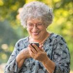 Seniorenhandy vs. Senioren-Smartphone