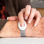 Seniorennotrufsysteme: Was sie können und was sich für Sie eignet